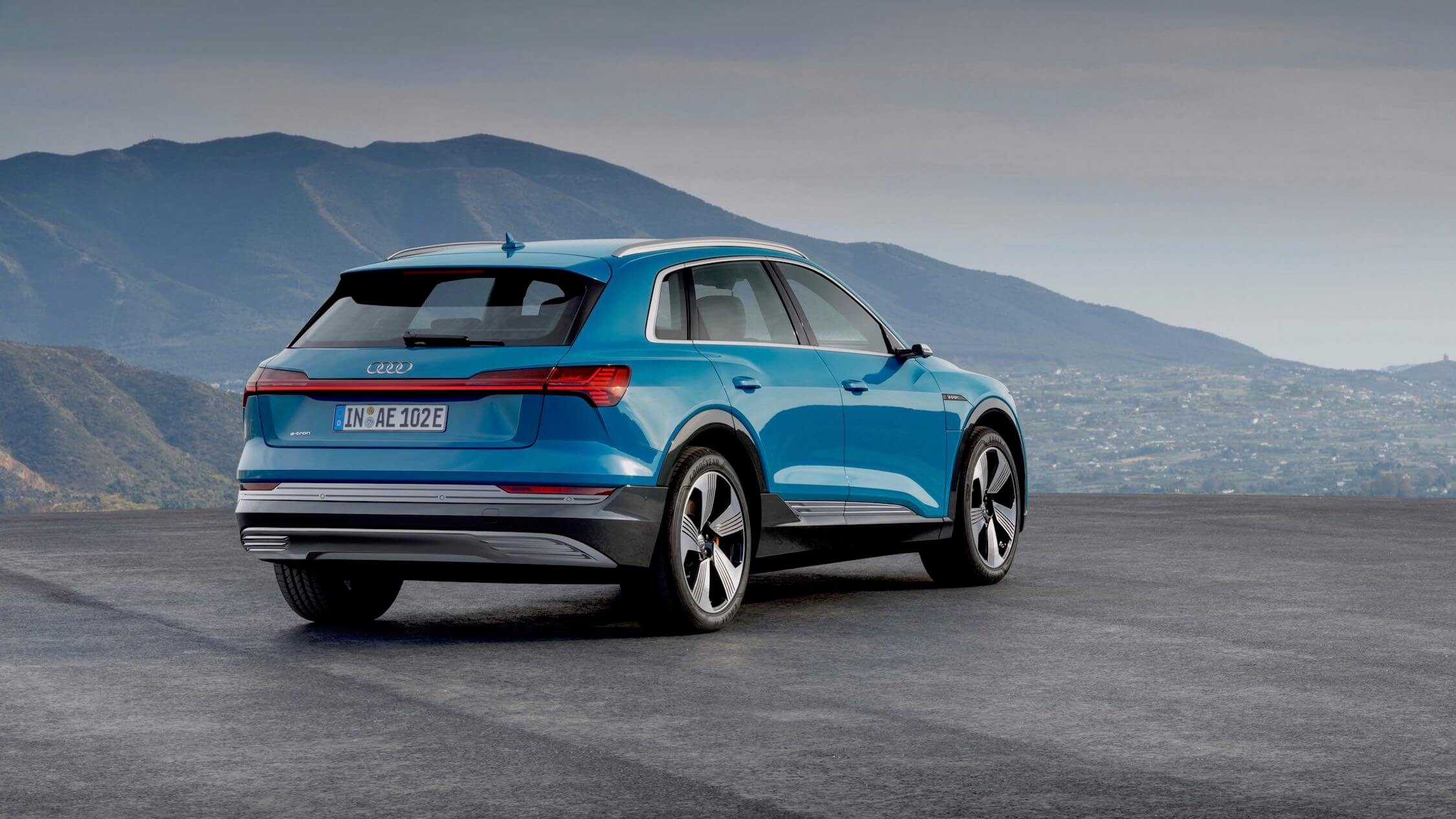 Audi e-tron blauw
