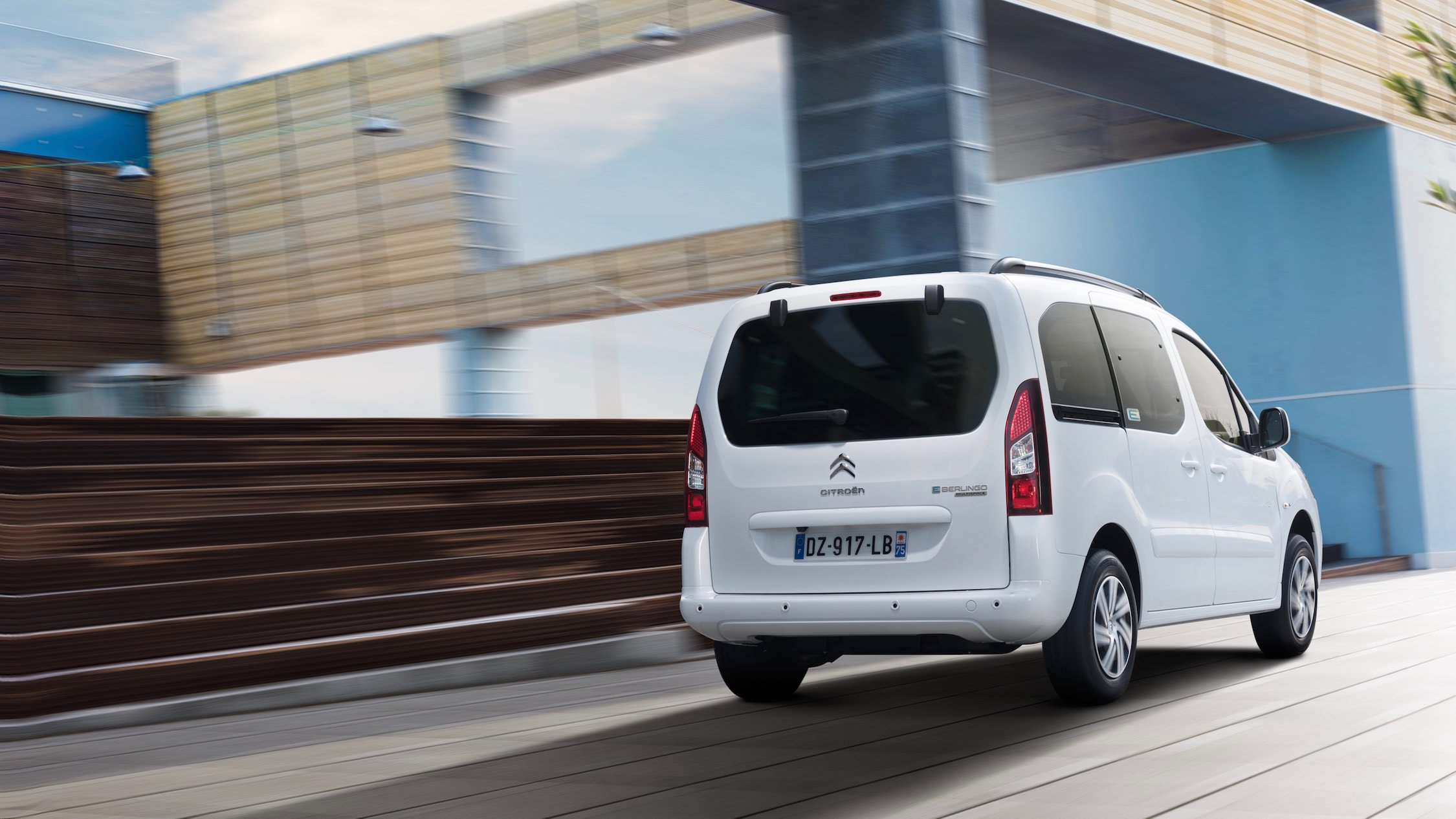 Witte Citroën e-Berlingo