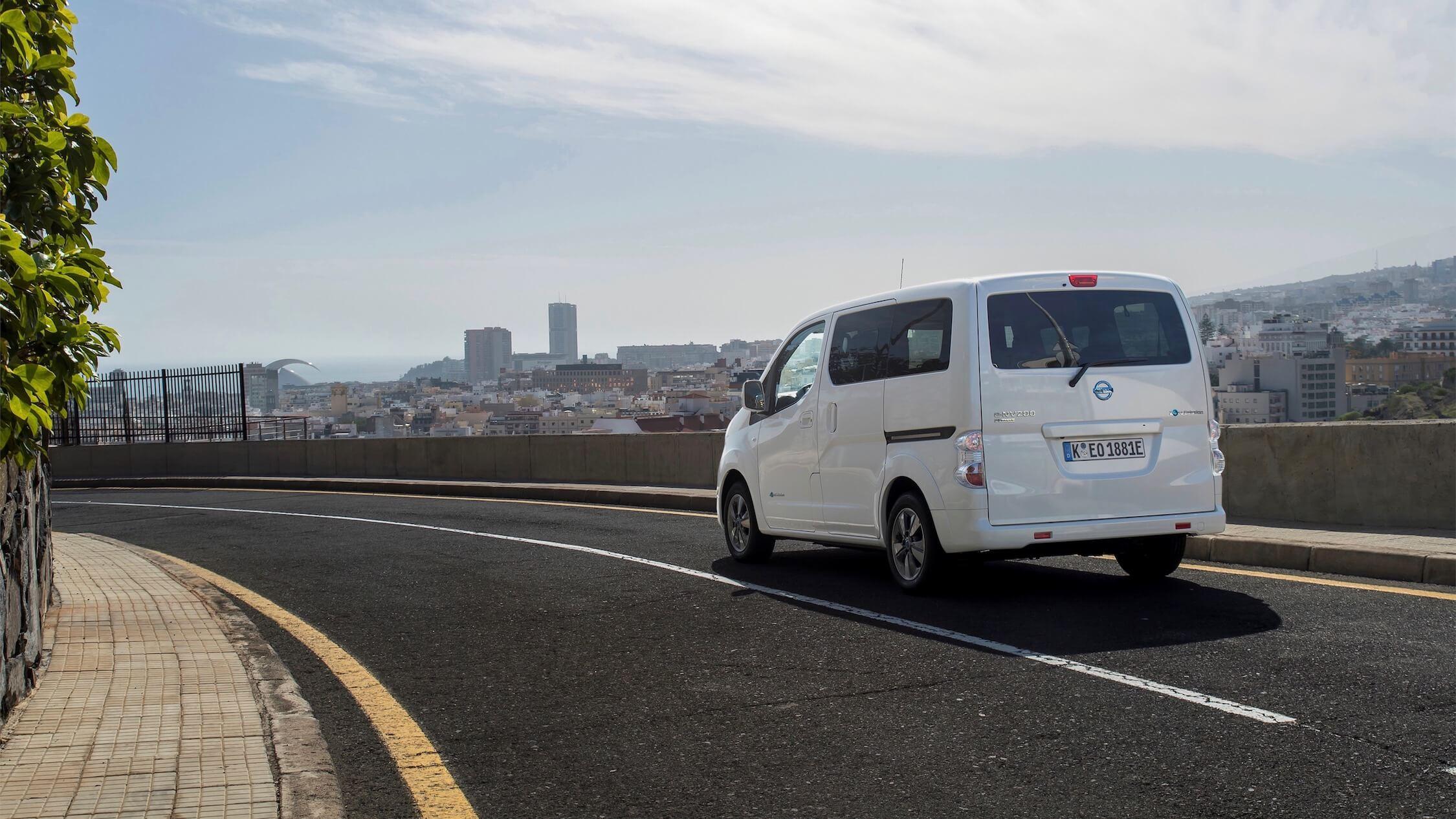 Elektrisch Nissan minibusje