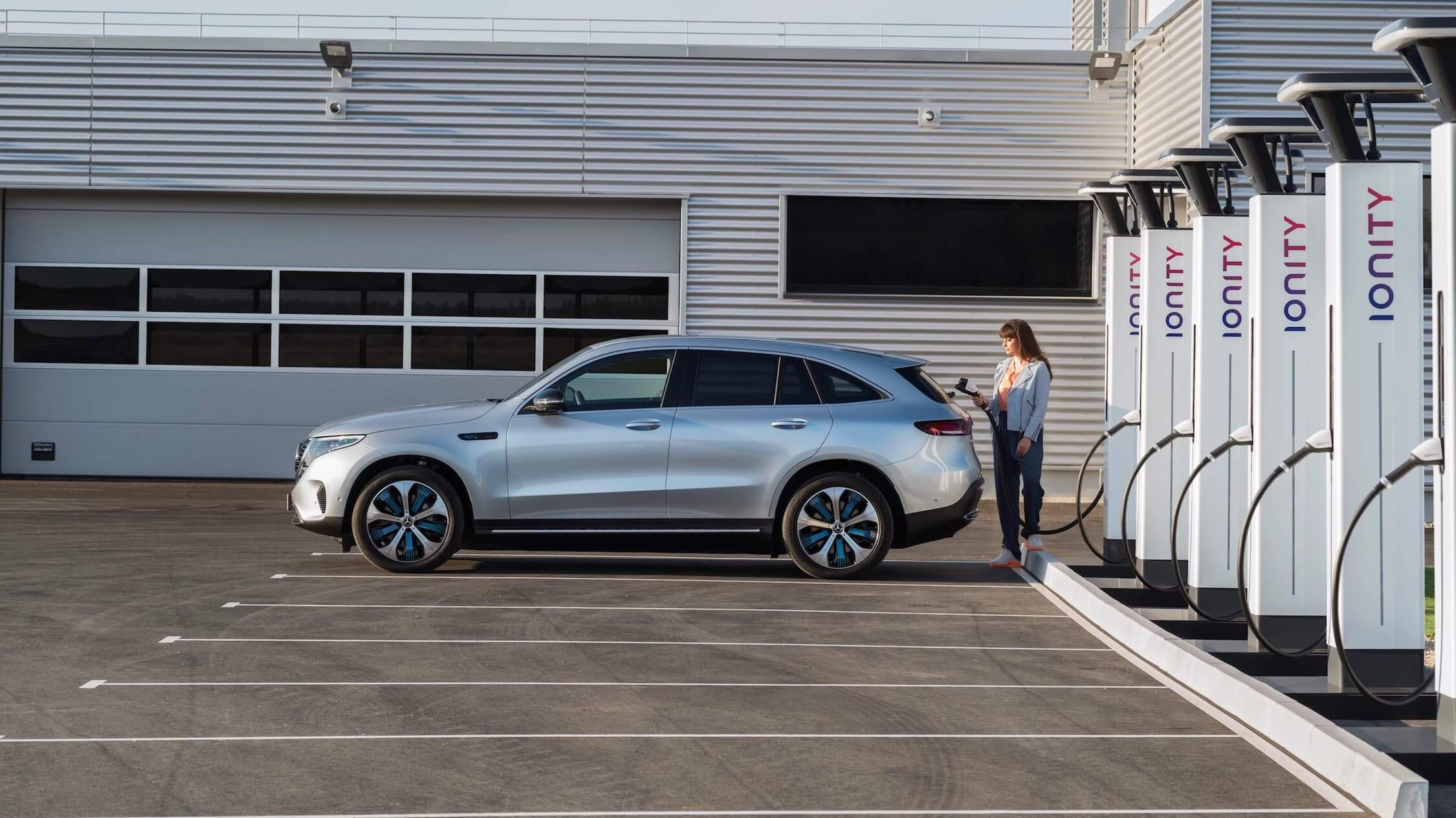 Mercedes EQC laden