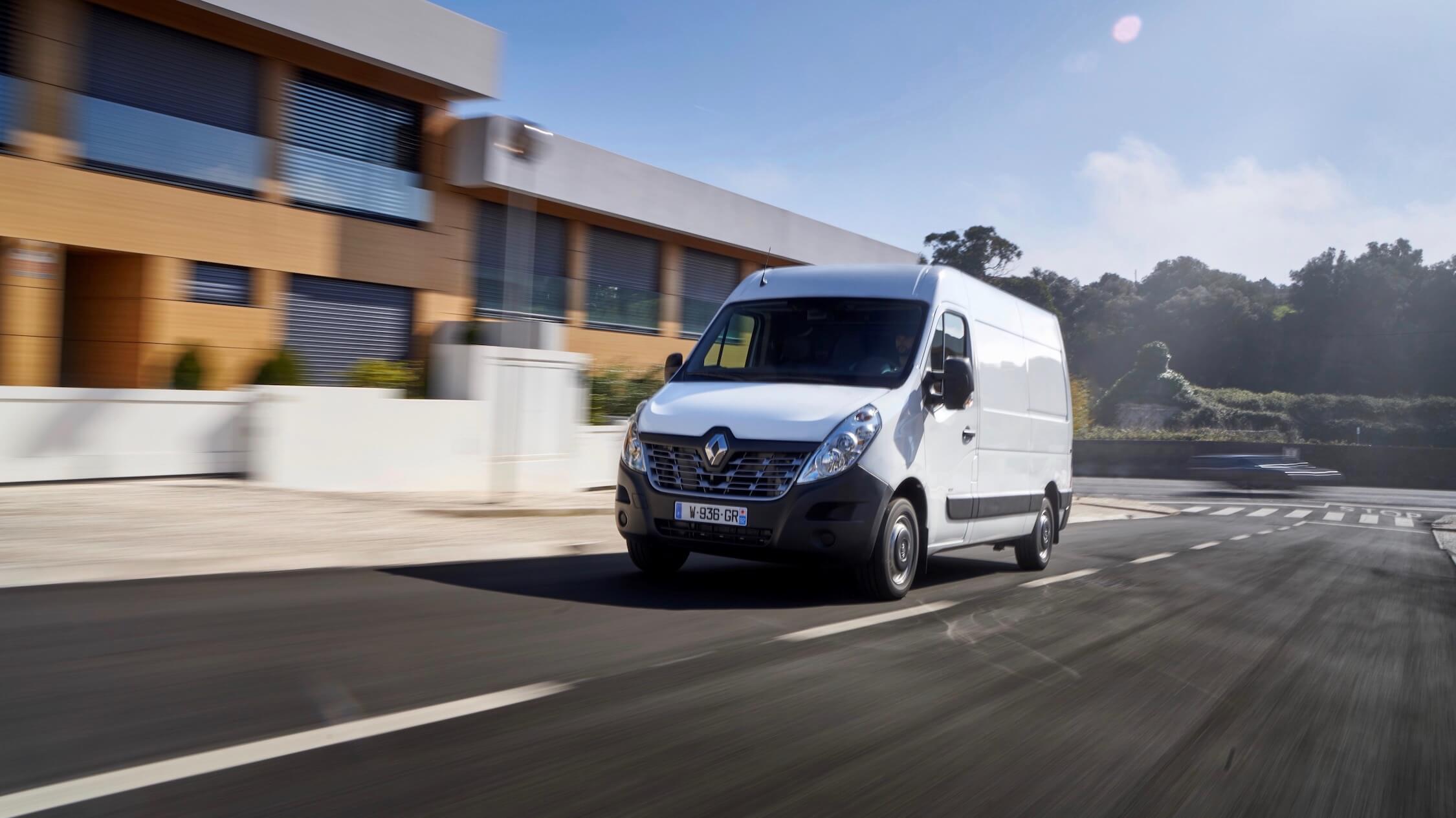 Renault Master rijdend