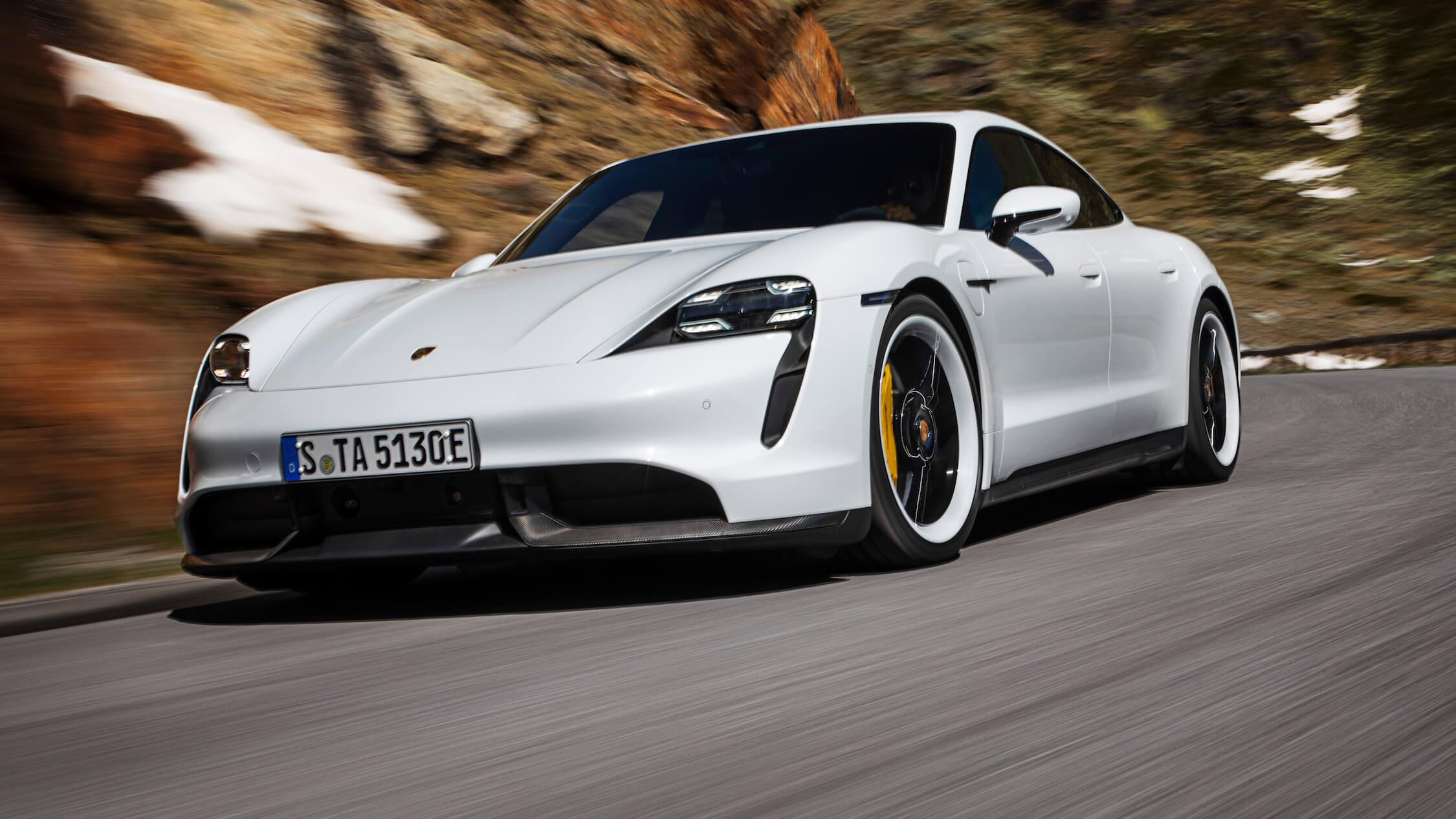 Porsche Taycan Turbo S rijdend