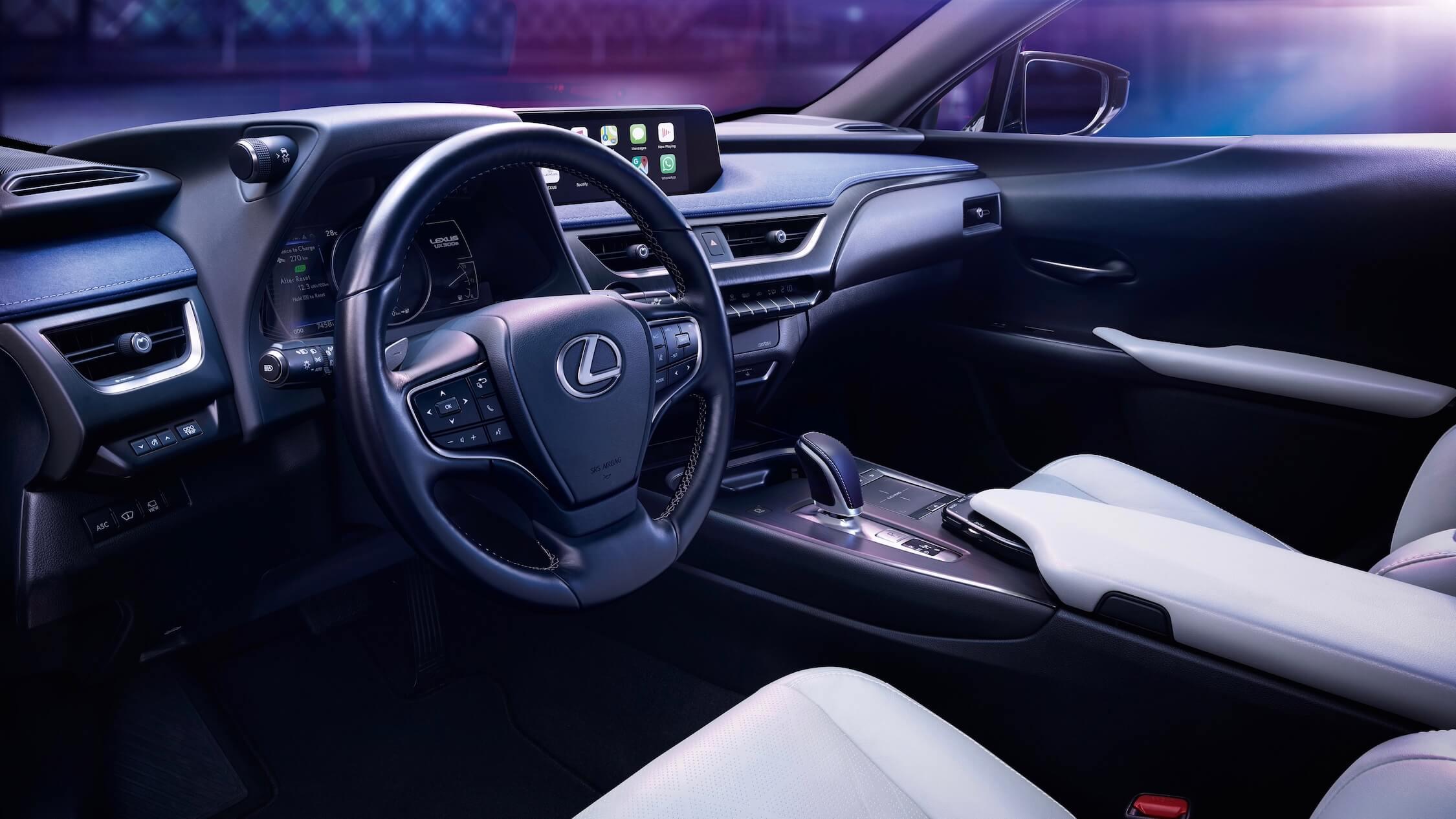 Lexus UX 300e stuur dashboard en zetels