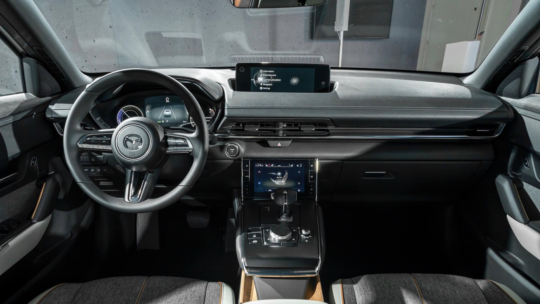 Mazda MX-30 binnenin vooraan