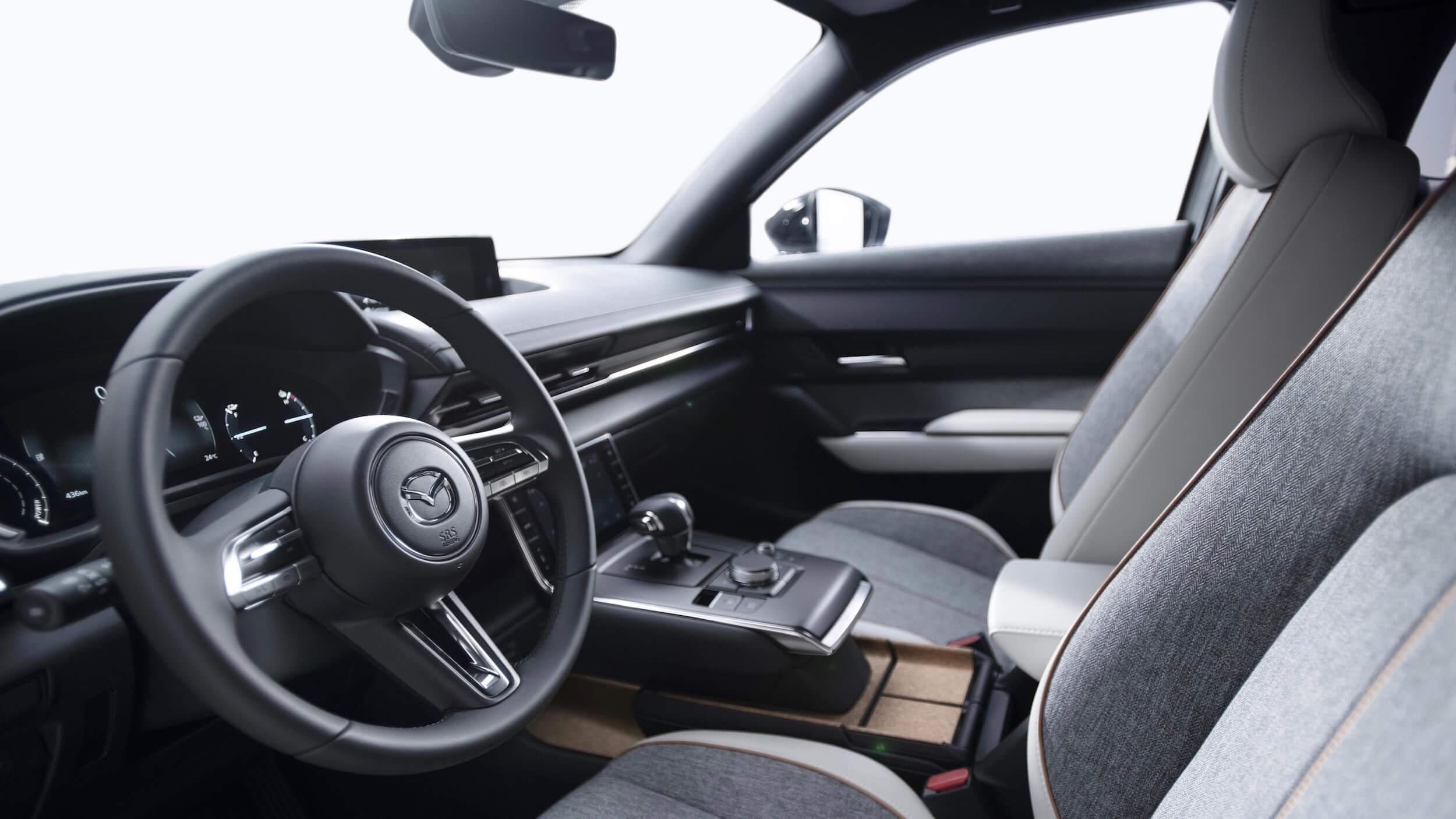 Mazda MX-30 zetels en stuur