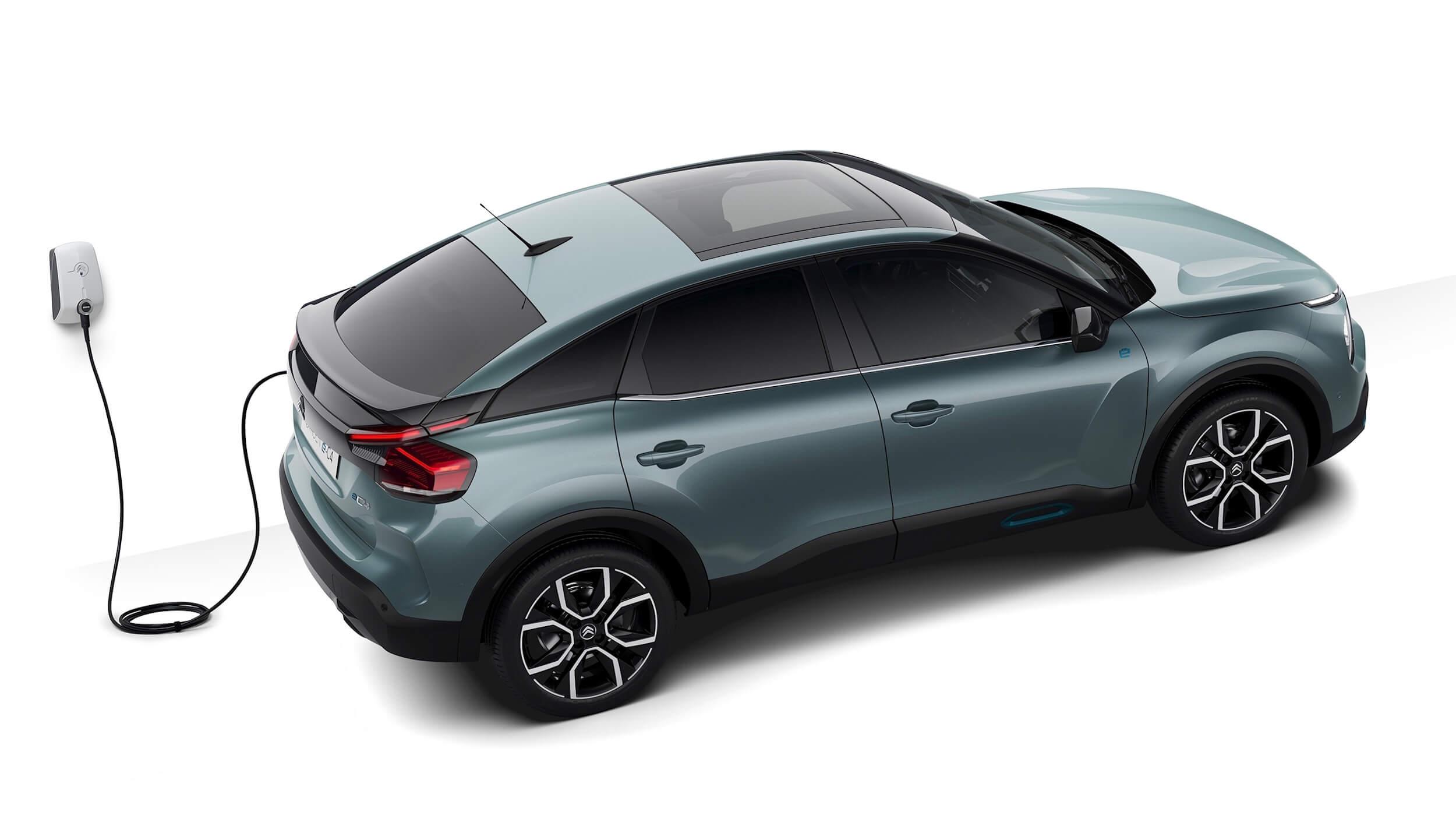 Elektrische Citroën C4 aan laadpunt