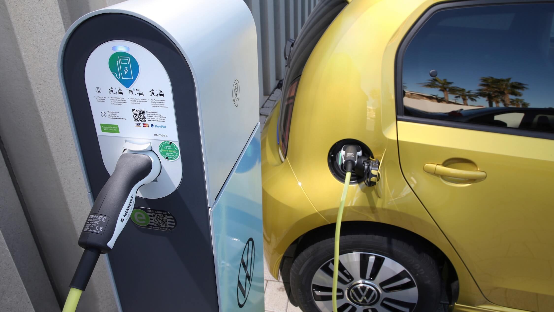 Elektrische Volkswagen e-Up laadpaal