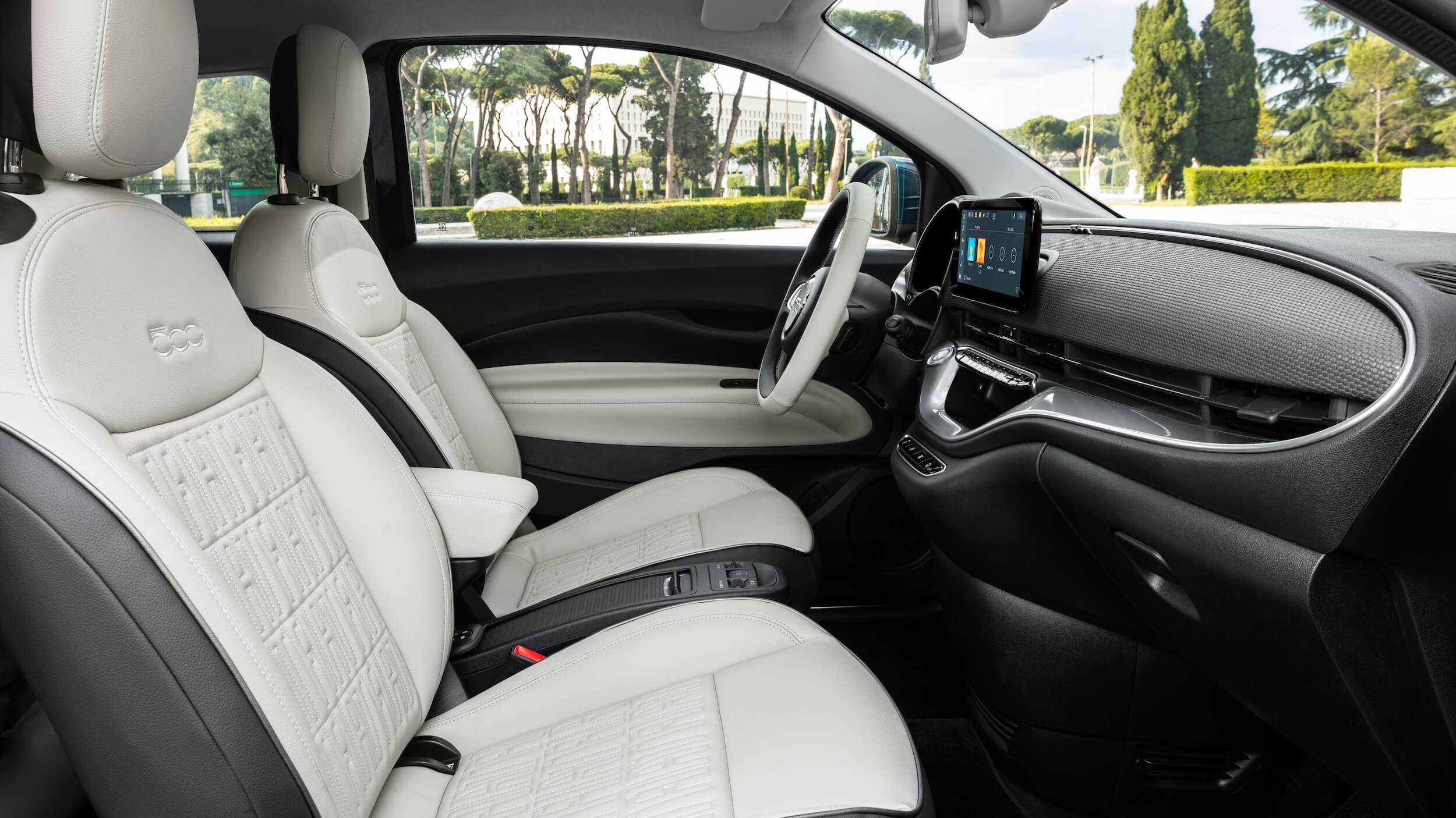 Fiat 500e beige zetels