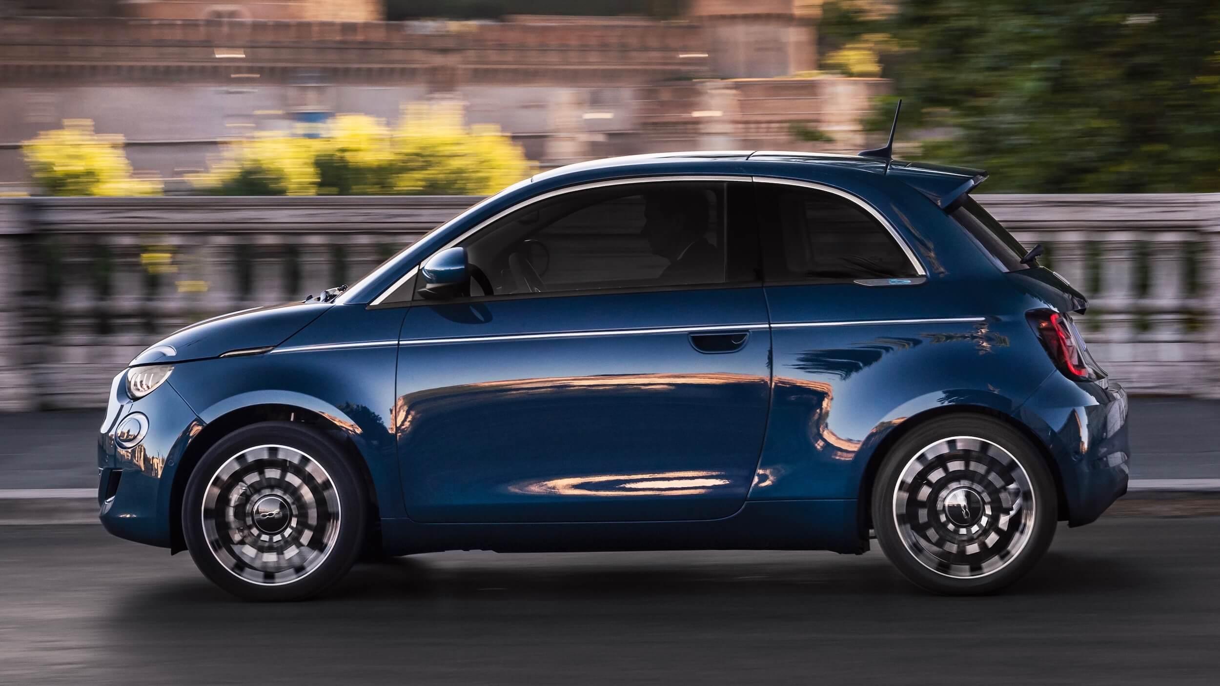 Fiat 500e zijkant
