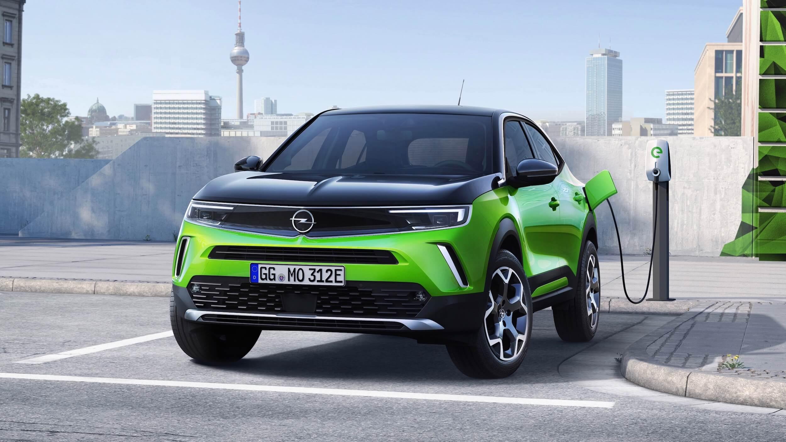 Opel Mokka e aan met laadkabel