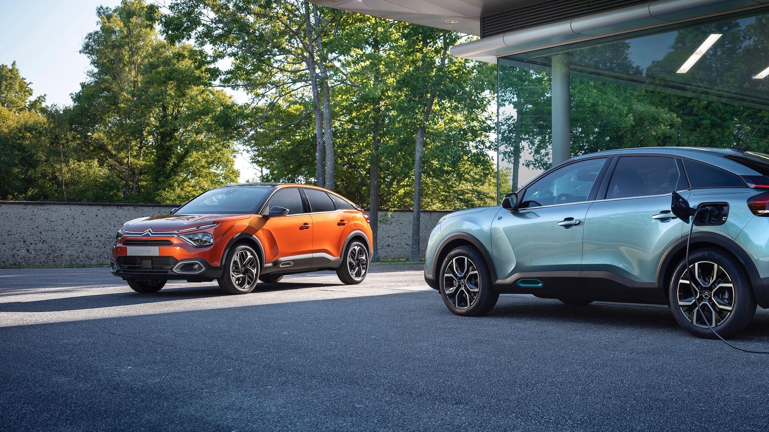 Twee Citroën ë C4 s naast elkaar
