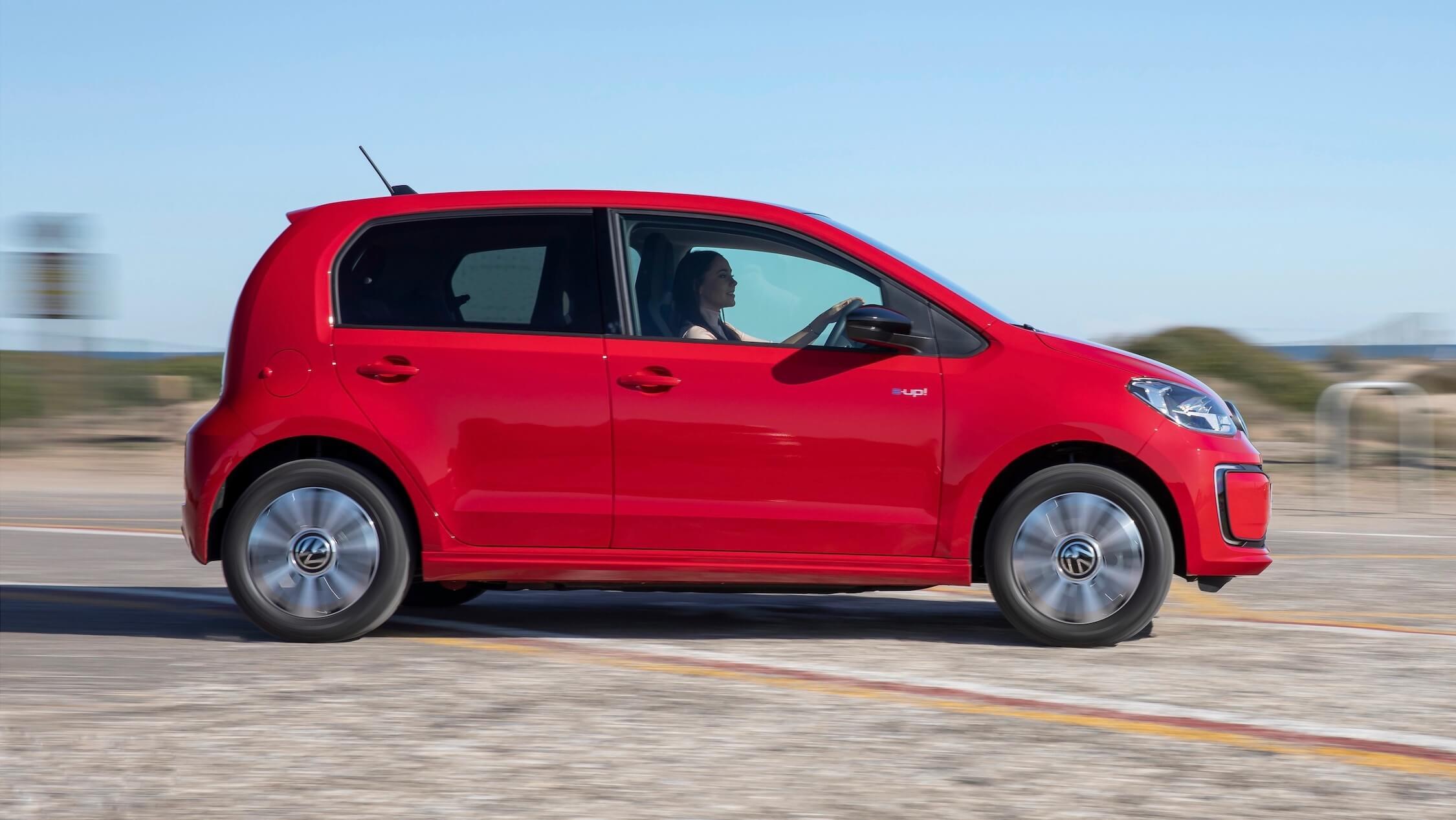Volkswagen e-Up zijkant rood