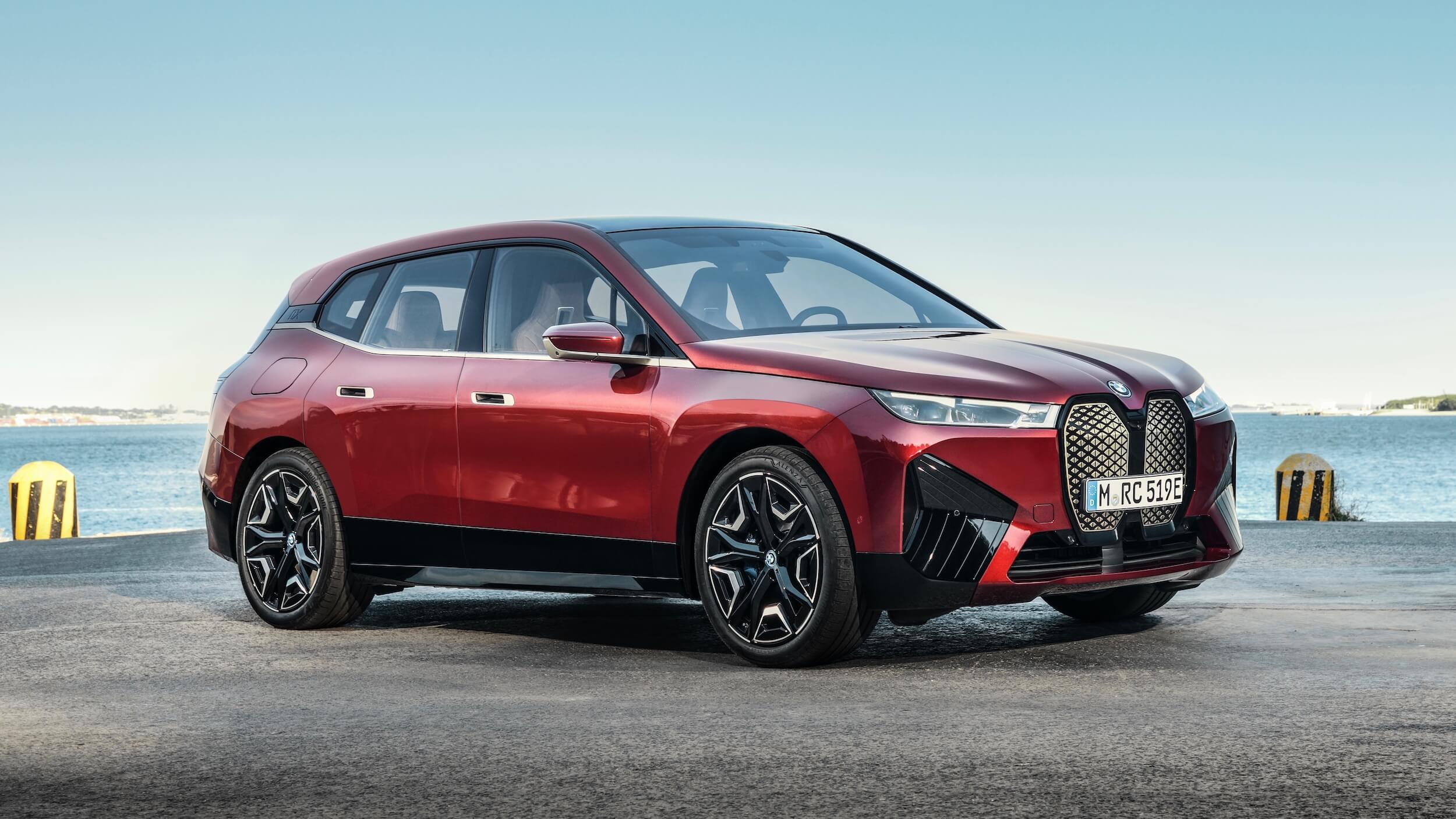 BMW iX rood