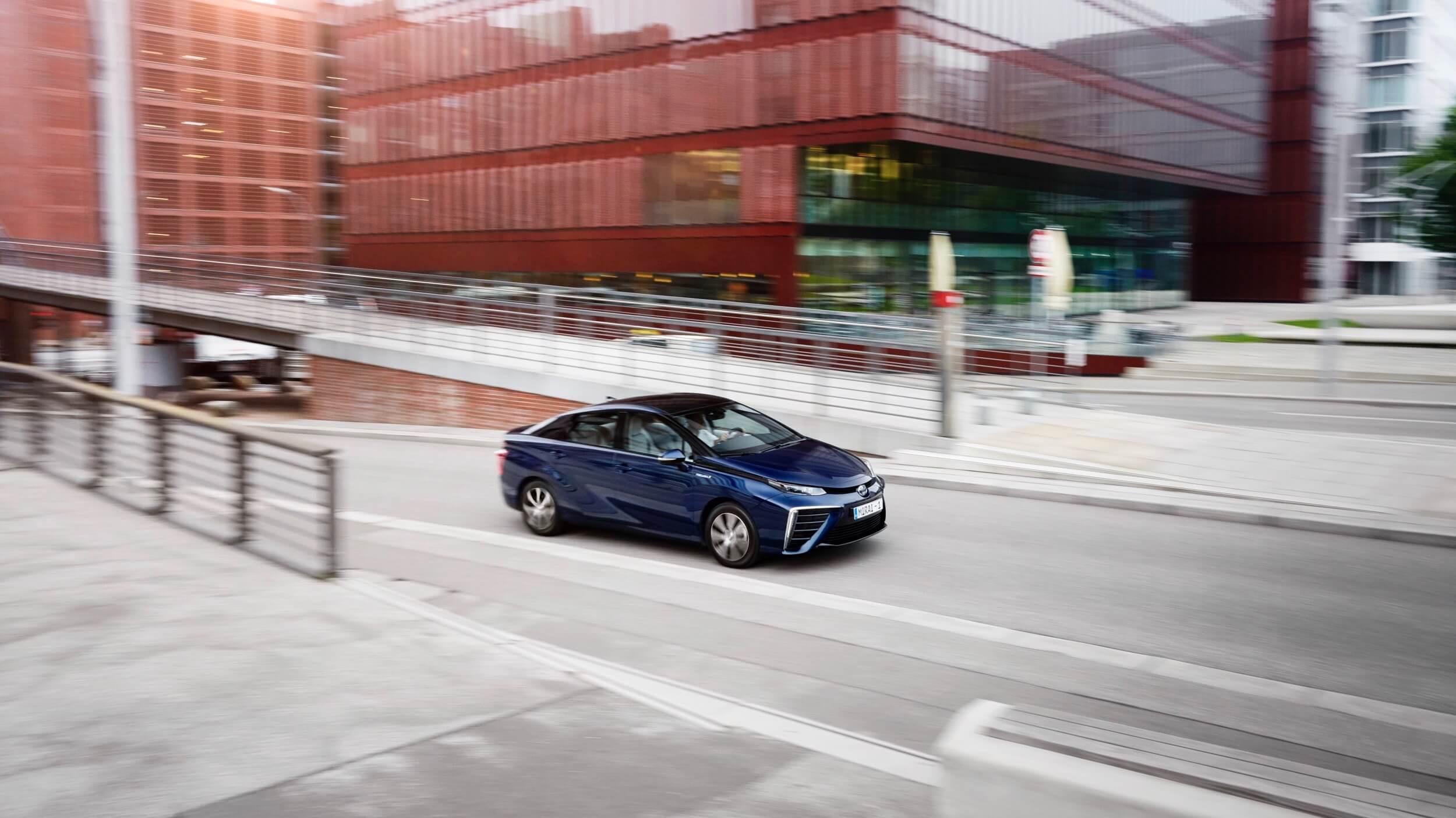 Blauwe Toyota Mirai
