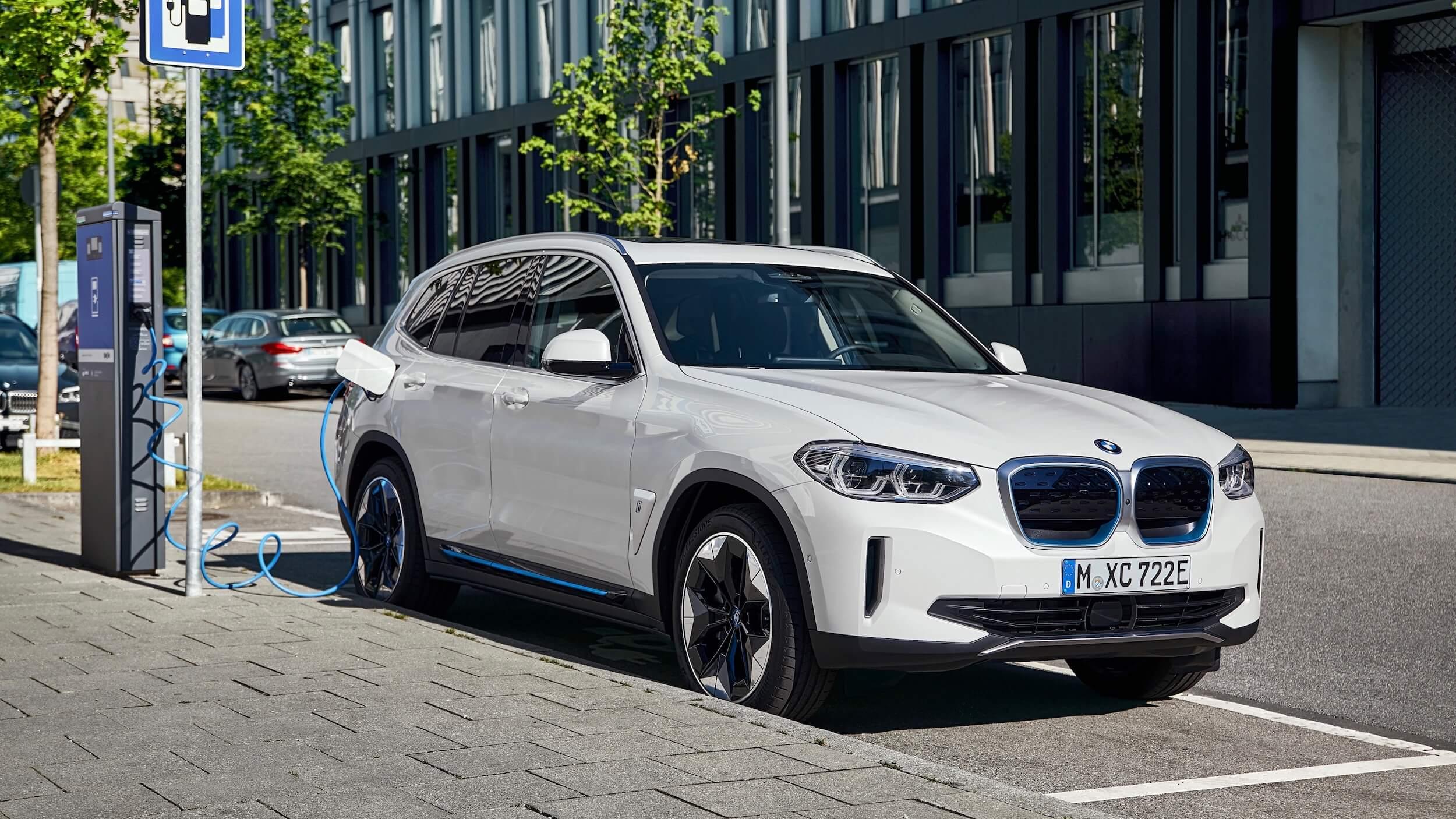BMW iX3 opladen