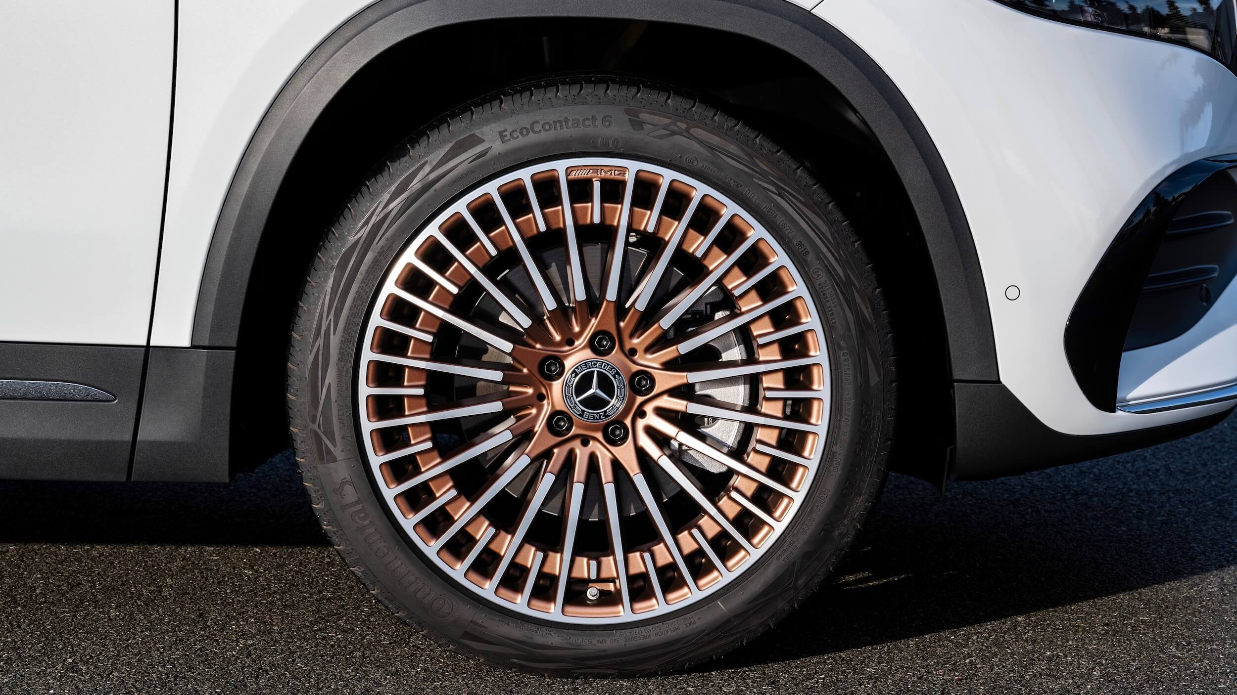 Mercedes EQA wiel goud