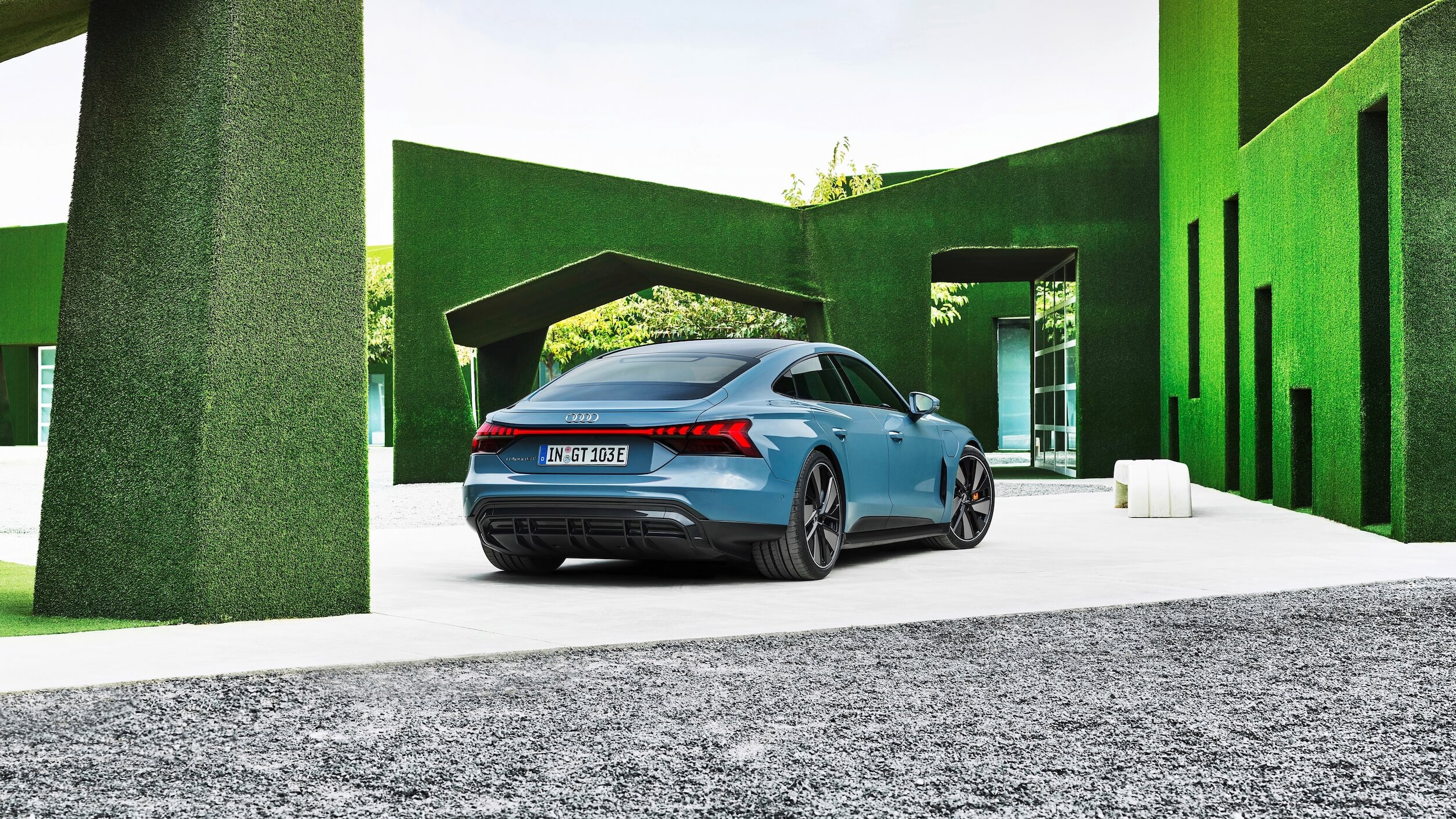 Audi e tron GT quattro groene achtergrond