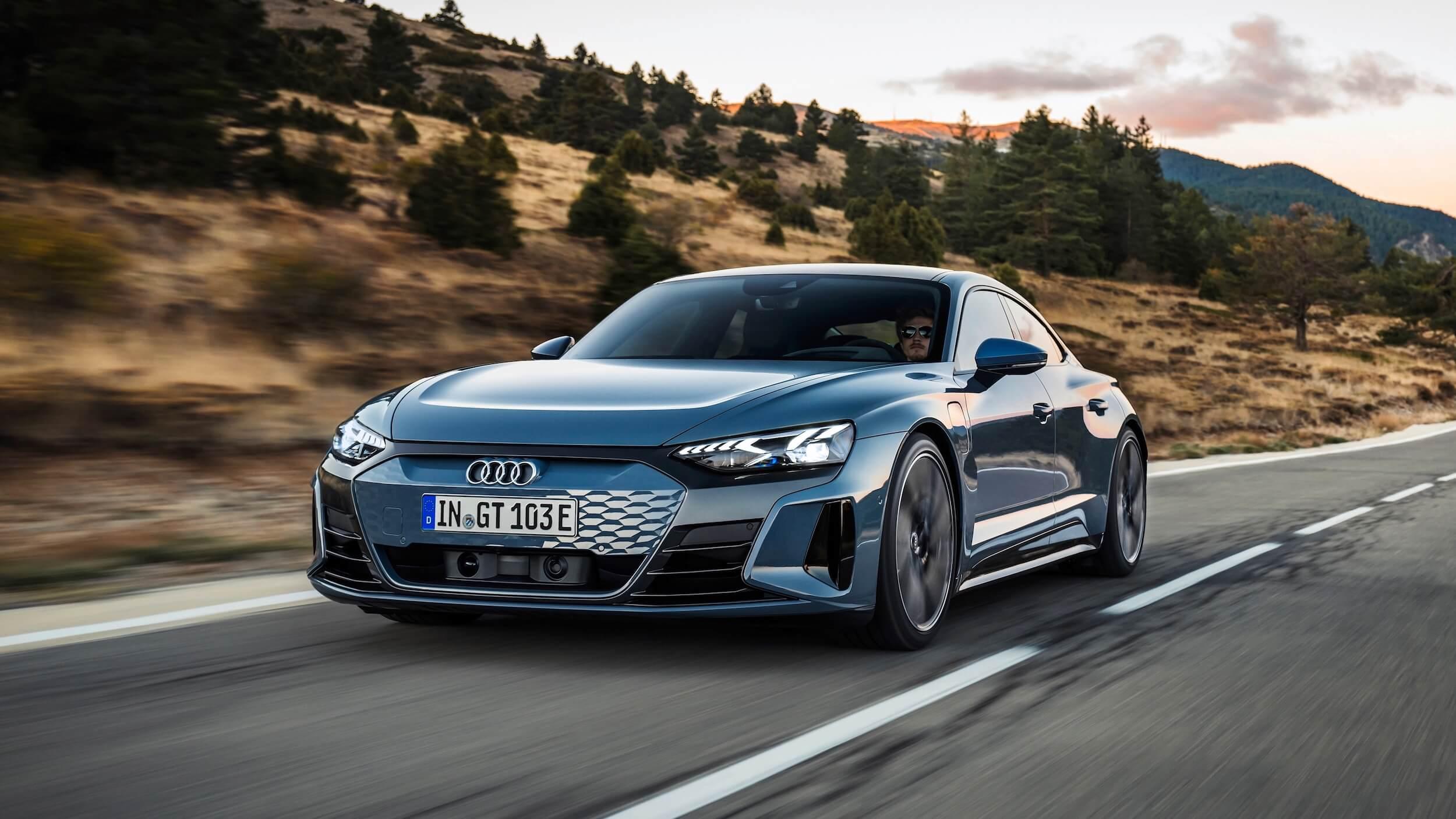 Audi e tron GT quattro rijdend