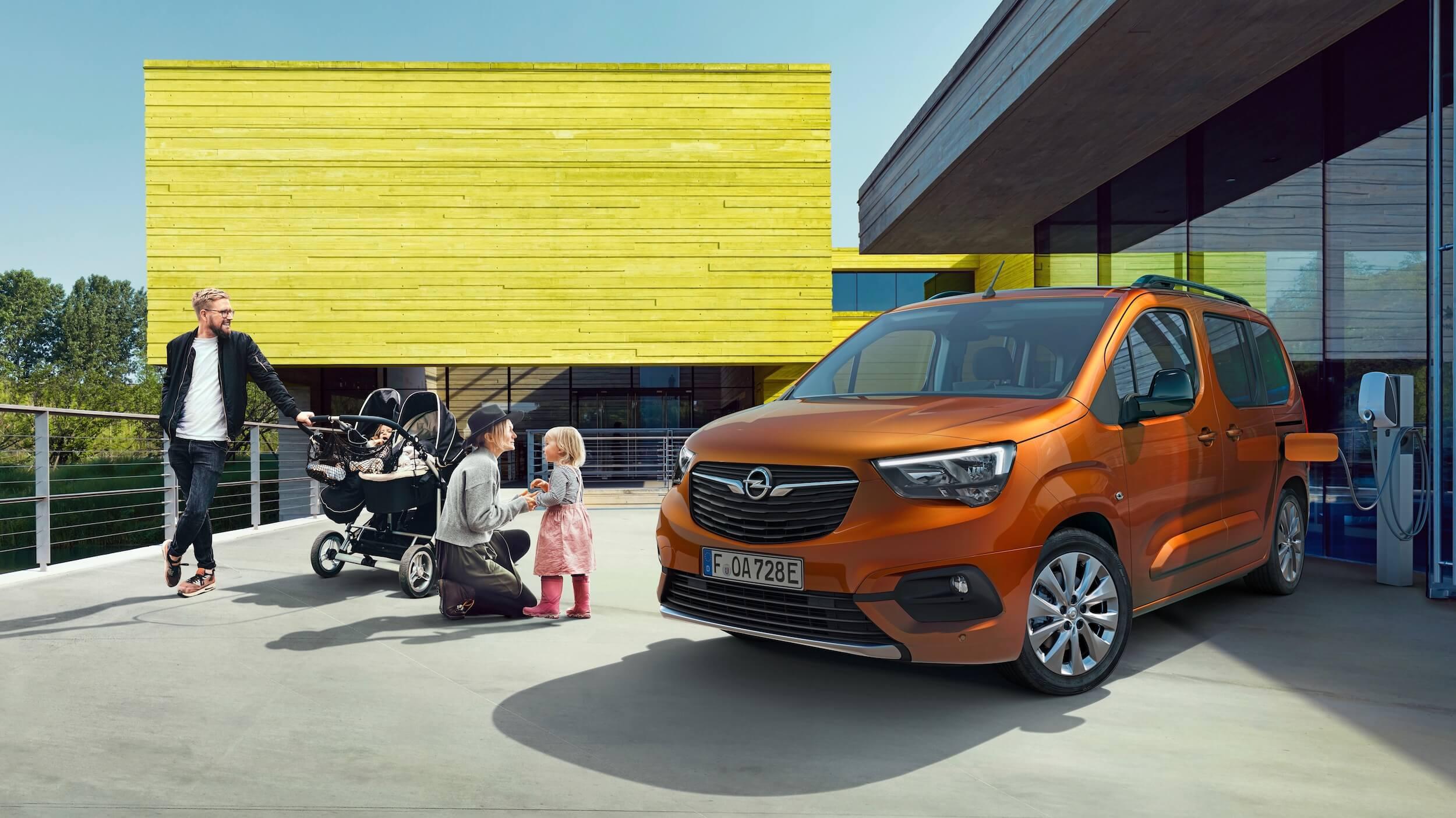 Opel Combo e Life aan laadpunt