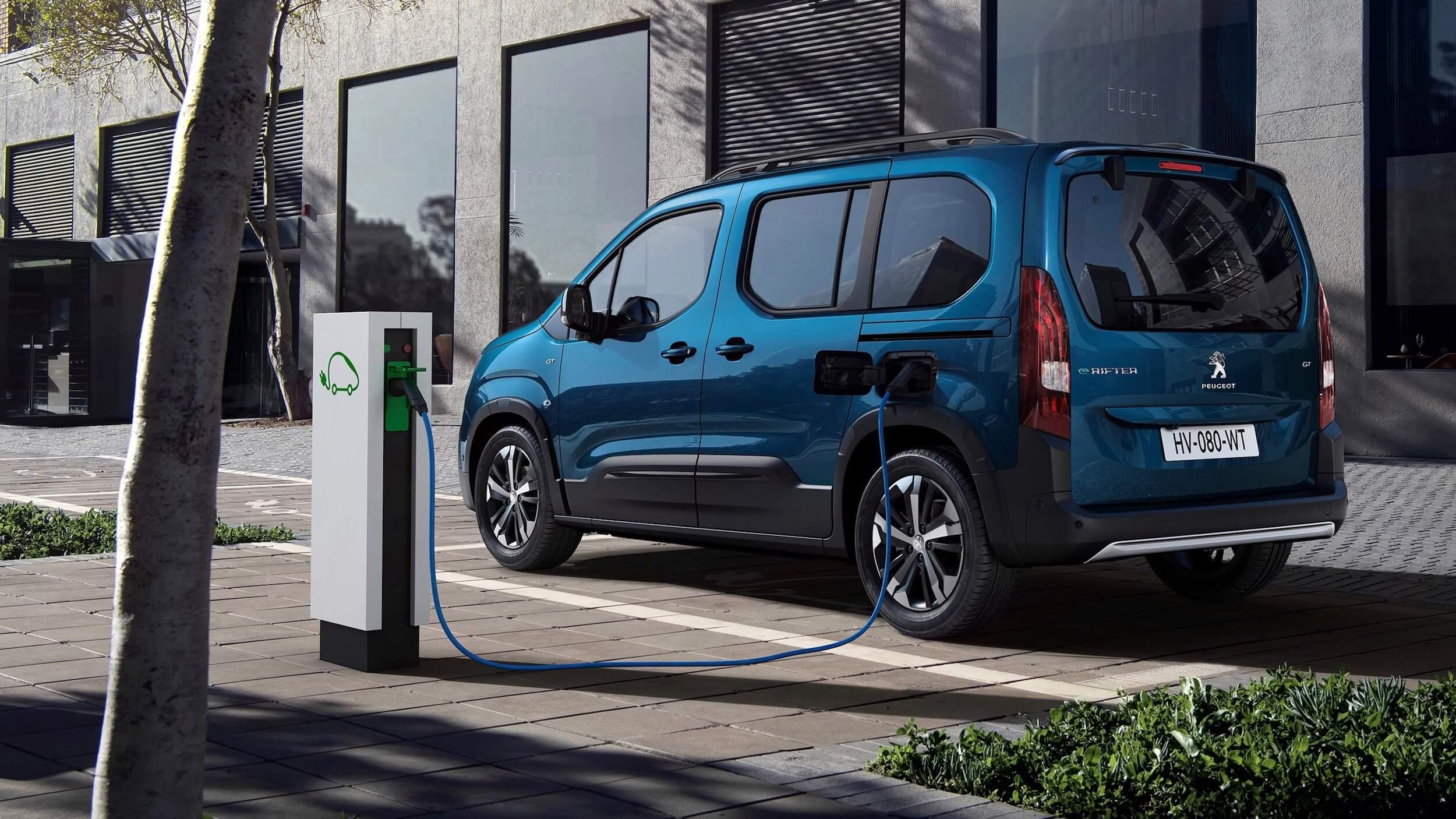 Peugeot e Rifter opladen