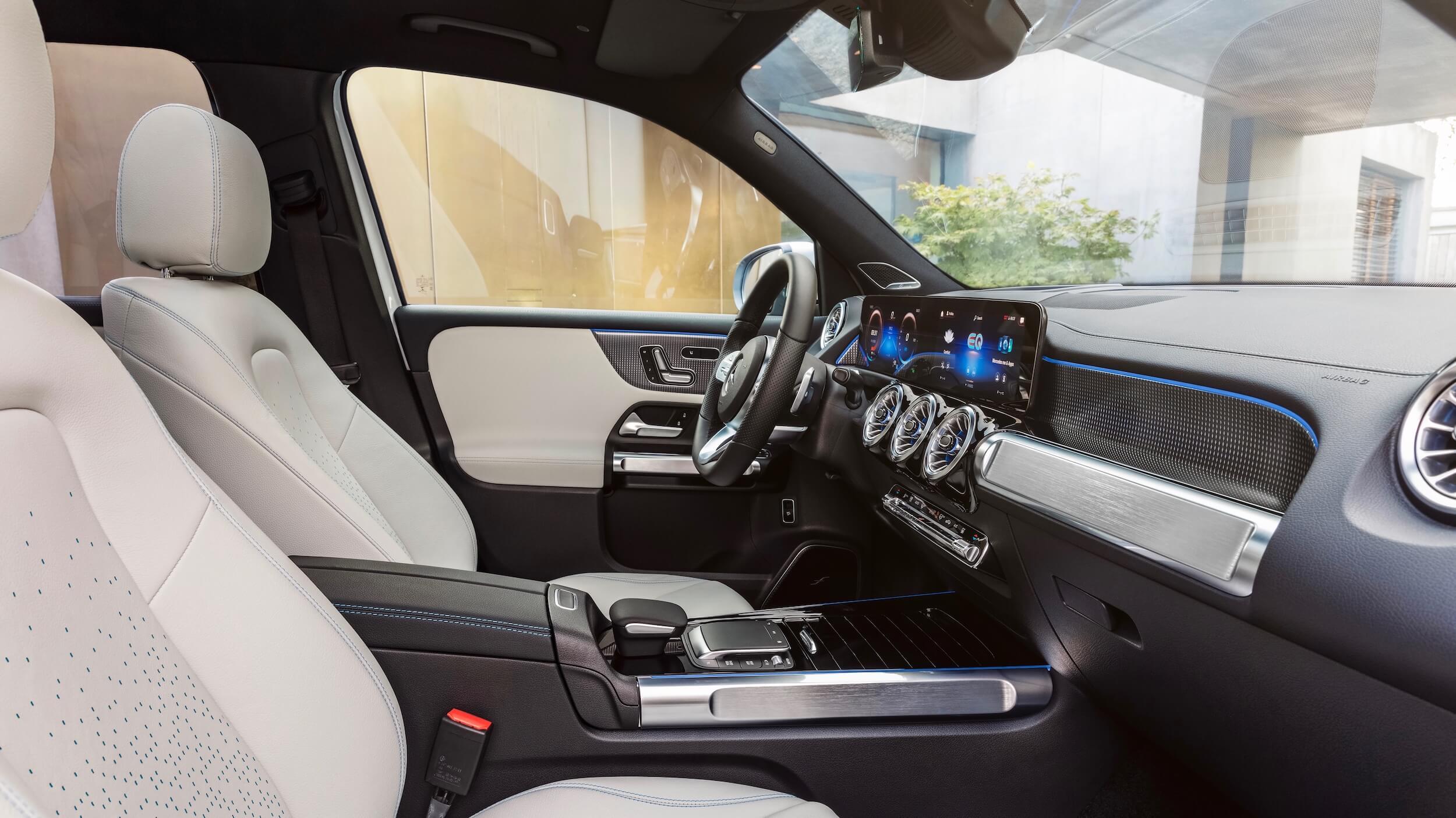 Mercedes EQB zetels beige