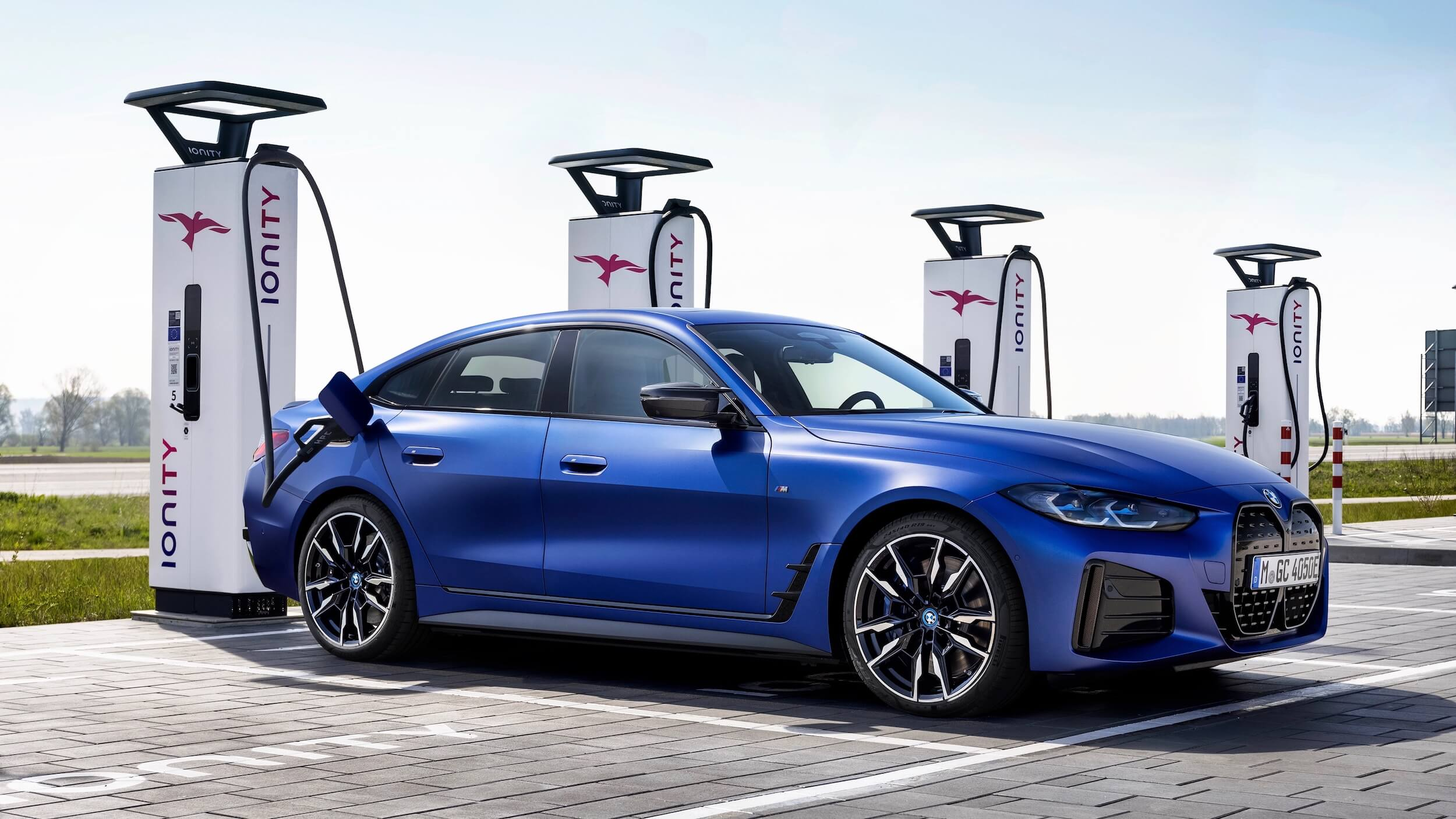 BMW i4 M50 laden